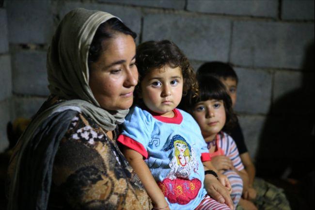 yazidi_mother_and_child