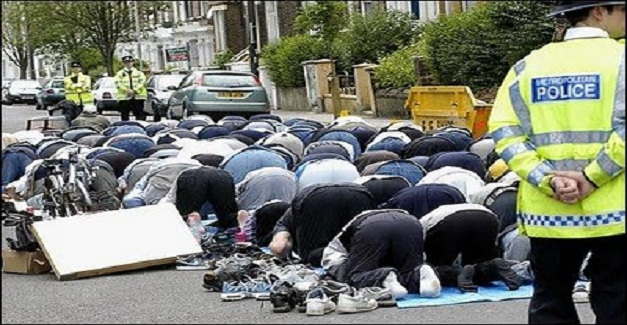 muslims-pray-in-streets-of-london