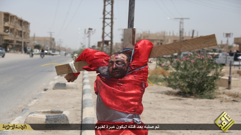 isis-executes-iraqi-spies-with-handguns-crucifies-them-graphic-photos-15035