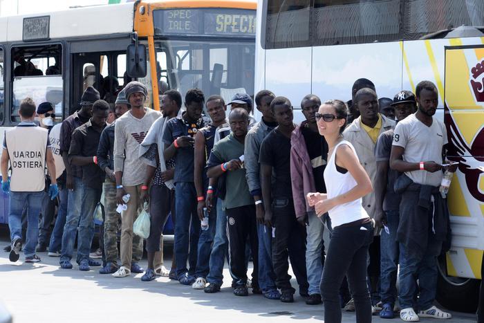 Immigrazione: sbarco Palermo; indagine per omicidio
