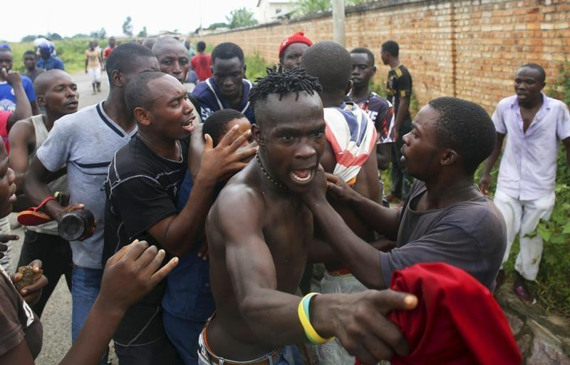 Protesters attack a female police officer accused of shooting a protestor in Buterere neighbourhood of Bujumbura