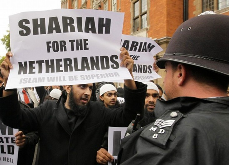 https://i0.wp.com/www.barenakedislam.com/wp-content/uploads/2015/07/Sharia-For-The-Netherlands-e1436211123744.jpg
