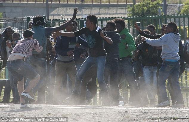 Ilegales musulmanes disturbios en Calais