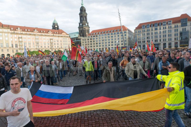 1438091874-pegida-rally-in-dresden-against-islamization-amp-refugees_8202696