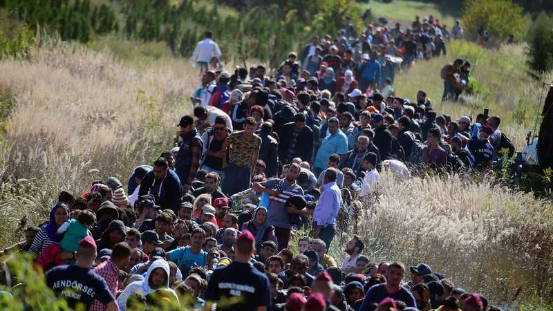 la-fg-migrants-europe-pictures-20150827-058