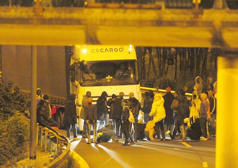 KD_Calais_Immigrant_Crisis_2.JPG