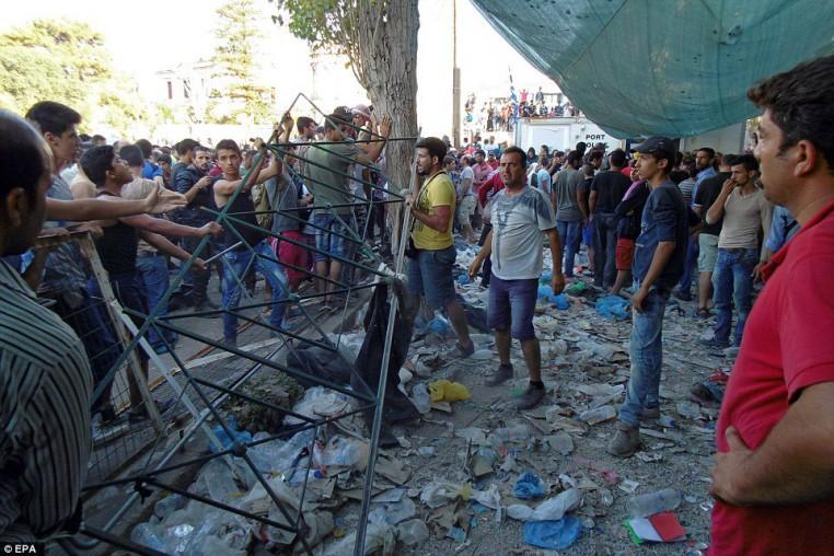 Musulmanes disturbios en Lesbos