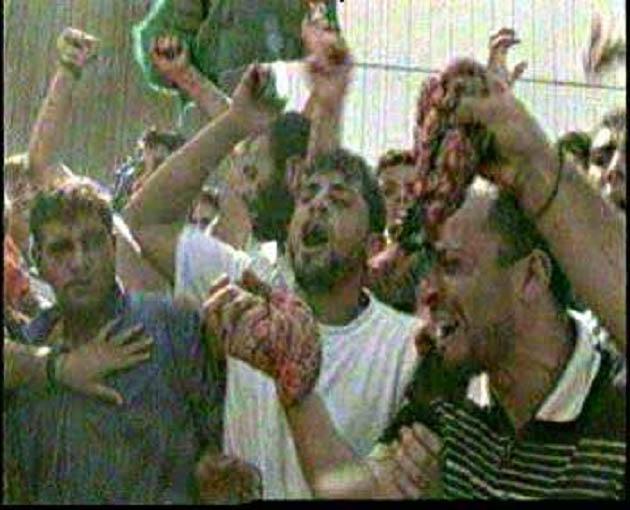 Árabes comer partes del cuerpo de soldado israelí mataron