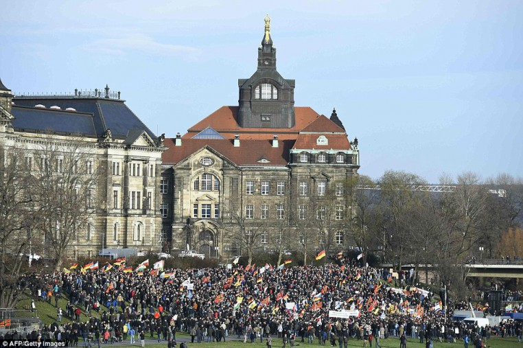 30F020EC00000578-3435093-PEGIDA_demonstrators_gather_on_the_riverbank_in_Dresden_where_pr-a-12_1454797210116