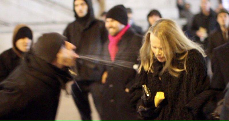 Buitenlander valt Zweeds meisje lastig
