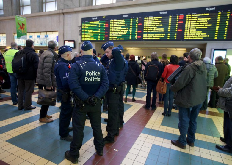 517030716-soldiers-and-policemen-patrol-at-brussels-north-station.jpg.CROP.promo-xlarge2