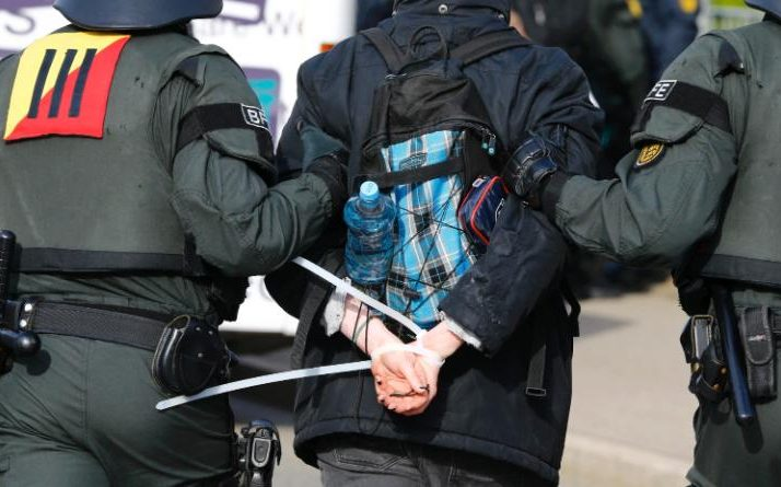 96663488_German_riot_police-large_trans++ucMME0J0zUzg7Qbl4GjdiIM-Au_sfw0fP8GOb6VWQAc