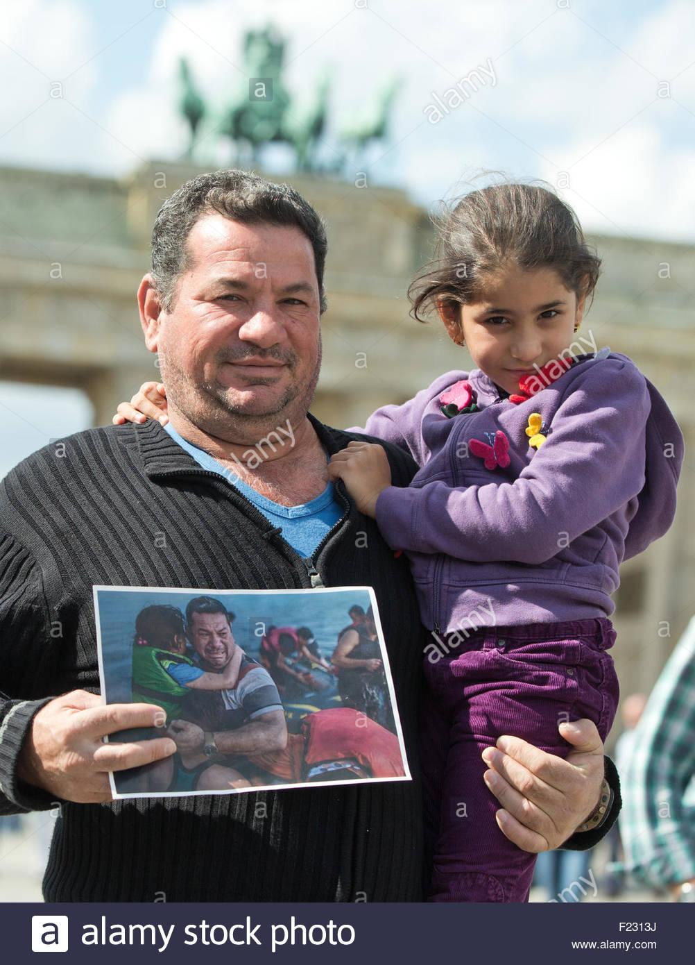 berlin-germany-10th-sep-2015-iraqi-refugee-laith-majid-al-amirij-and-F2313J