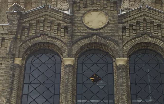 swede-church-broken-by-pali-tard2