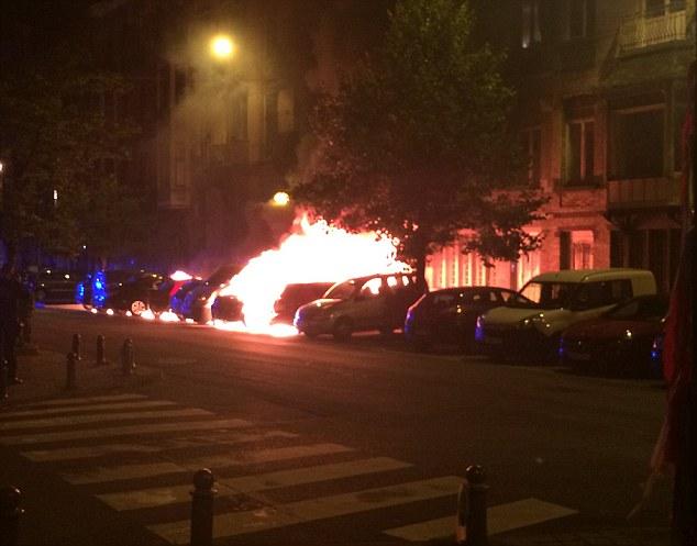 No se sabe aún qué causó el fuego, aunque los locales están preocupados de que puede ser un ataque terrorista + 4 Todavía no se sabe qué causó el fuego, aunque los locales están preocupados de que pueden ser un ataque terrorista