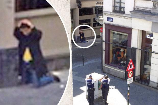 La policía armada se acercan al sospechoso que fue visto con un abrigo largo en Bruselas