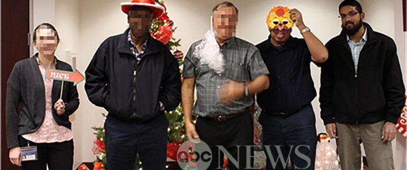 Syed Farook última persona a la derecha en la fiesta de Navidad
