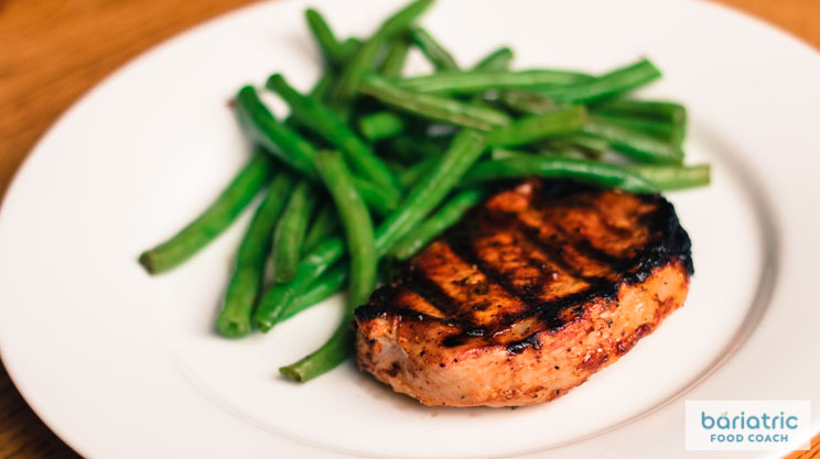 Barbecue grilled pork chops with green beans