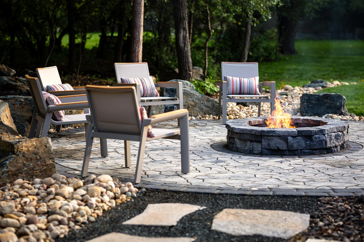 Mesa Flagstone Paver Patio with Belvedere Firepit and Cobble Border