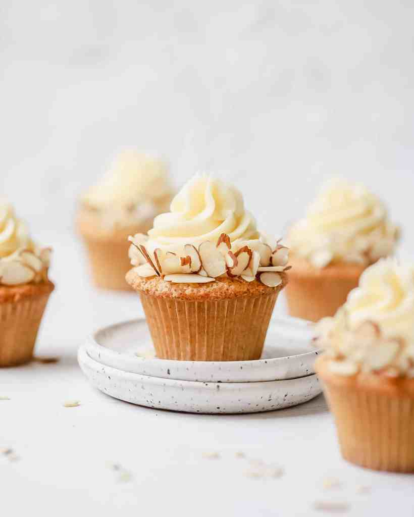 brown butter almond cupcakes with almond sices