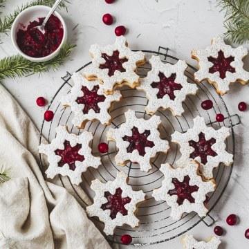 close up shot of cranberry linzer cookies