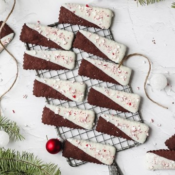 close up shot of chocolate peppermint shortbread cookies