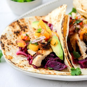close up shot of grilled chicken tacos