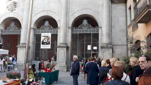 Haciendo cola en la Iglesia de Sant Agustí