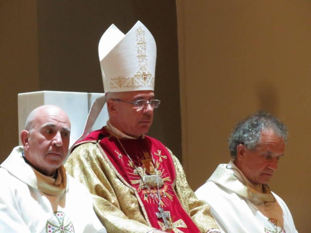 foto vescovo messa