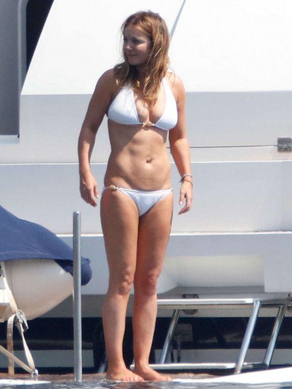 Jennifer Aniston Cute Wallpapers Geri Halliwell Bikini Barnorama