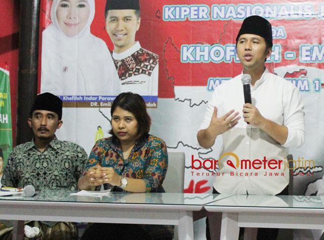 SATU KEKUATAN: Emil Dardak, Theresia Debora Sibarani (tengah) dan KH Thoriq bin Zaid bin Darwis. Religiusitas dan nasionalisme menjadi satu kekuatan di Jawa Timur.   Foto: Barometerjatim.com/ROY HASIBUAN