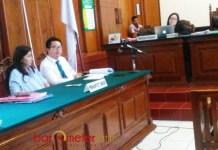 CHINCHIN MENANG: Sidang gugatan Chinchin di Pengadilan Negeri Surabaya, Rabu (18/4). Majelis hakim mengabulkan gugatan. | Foto: Barometerjatim.com/ABDILLAH HR