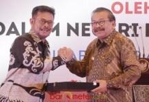 KETUM GUBERNUR SE-INDONESIA: Pakde Karwo dikukuhkan sebagai Ketum APPSI menggantikan Syahrul Yasin Limpo. | Foto: Barometerjatim.com/IST