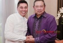 SERANG BALIK BAMBANG DH: Jansen Sitindaon (kiri) dan Susilo Bambang Yudhoyono (SBY). Jangan-jangan justru Bambang DH dan PDIP yang panik. | Foto: Ist
