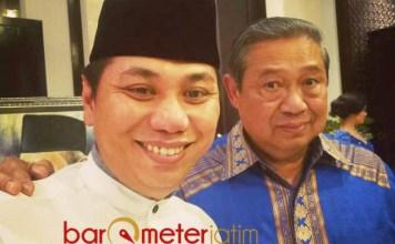 SOLID BERSAMA DEMOKRAT: Jansen Sitindaon (kiri) bersama Susilo Bambang Yudhoyono. Pakde Karwo tetap solid bersama Demokrat. | Foto: Barometerjatim.com/ROY HASIBUAN