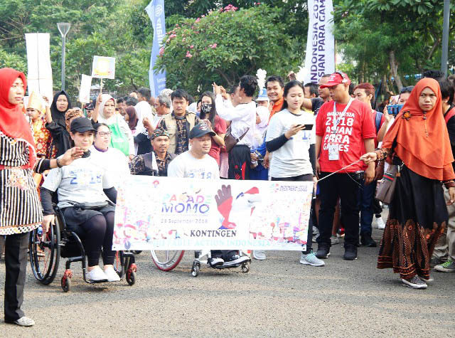 MOTIVASI DAN MOBILITAS: Parade Momo Maskot Resmi Asian Para Games 2018 di Jakarta, Minggu (23/9).   Foto: Humas Kemensos/IKHWAN