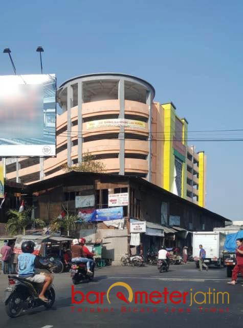 REVITALISASI PASAR TERHAMBAT: izin operasional pasar belum dikeluarkan dan revitalisasi pasar terhambat akibat konflik tak berujung. | Foto: Barometerjatim.com/ROY HASIBUAN