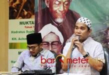 DITUNDA: KH Reza Ahmad Zahid (kanan) memastikan istighotsah kubro memperingati Hari Santri Nasional (HSN) ditunda hingga 28 Oktober 2018. | Foto: Barometerjatim.com/ROY HASIBUAN