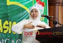 HSN DI TULUNGAGUNG: Khofifah Indar Parawansa memberikan ceramah pada peringatan HSN di Pendopo Kabupaten Tulungagung, Selasa (23/10) malam. | Foto: Barometerjatim.com/ROY HASIBUAN