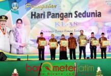 PERINGATAN HARI PANGAN: Soekarwo dalam acara Peringatan Hari Pangan Sedunia ke-38 di Jatim Expo, Surabaya, Senin (5/11). | Foto: Barometerjatim.com/ABDILLAH HR