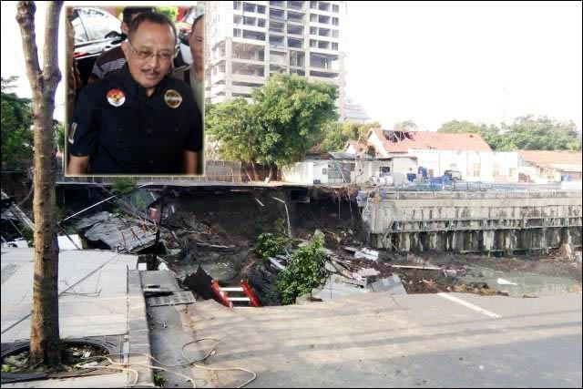 ADA MAIN PERIZINAN: Jalan Raya Gubeng yang ambles disebut akibat proyek basement RS Siloam. Armuji (iset) tengarai ada permainan perizinan yang melibatkan anak pejabat.   Foto: IST