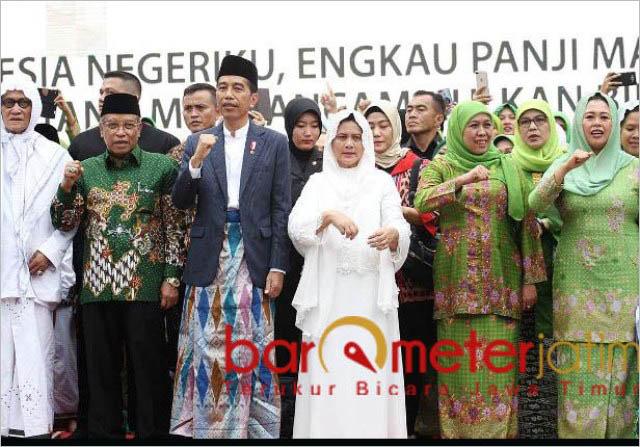 Kiai Said Aqil (dua dari kiri) mengahdiri Harlah ke-73 Muslimat NU di GBK. | Foto: Barometerjatim.com/marijan ap