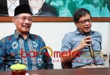 Cak Anam (kiri) dan Rocky Gerung di Astra Nawa Surabaya. | Foto: Barometerjatim.com/abdillah hr