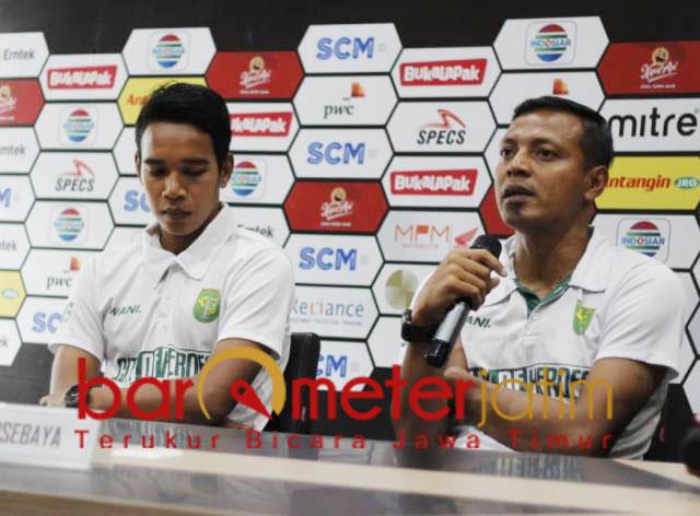 Bejo Sugiantoro (kanan), Persebaya siap tempur lawan Arema. | Foto: Barometerjatim.com/dani iqbaal