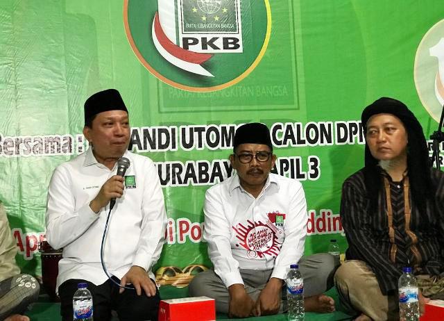 Fandi Utomo (kiri), mendoakan kemenangan PKB dan Kiai Ma'ruf Amin di Pemilu 2019.  Foto: Ist