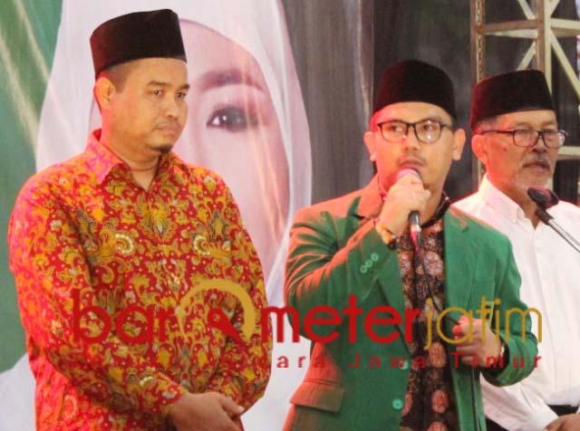 Gus Habib (tengah) dan Ali Azhara (kiri), berpotensi lolos sebagai wakil rakyat.   Foto: Barometerjatim.com/roy hs