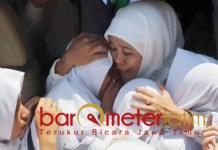 Khofifah dikenal dekat dengan semua generasi, termasuk pelajar SM. | Foto: Barometerjatim.com/roy hs