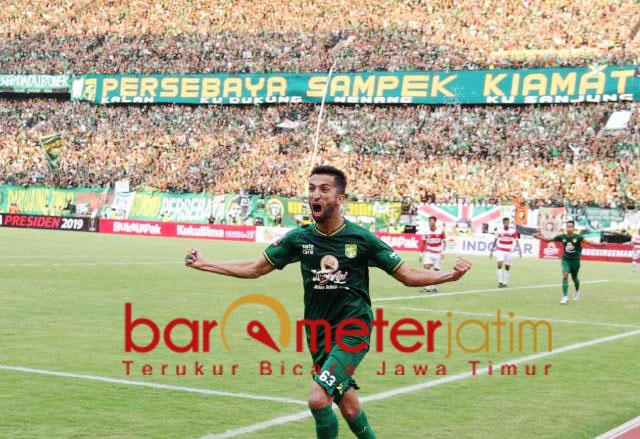 Dukungan Bonek membuat semangat tanding Persebaya berlipat saat main di GBT. | Foto: Barometerjatim.com/dok