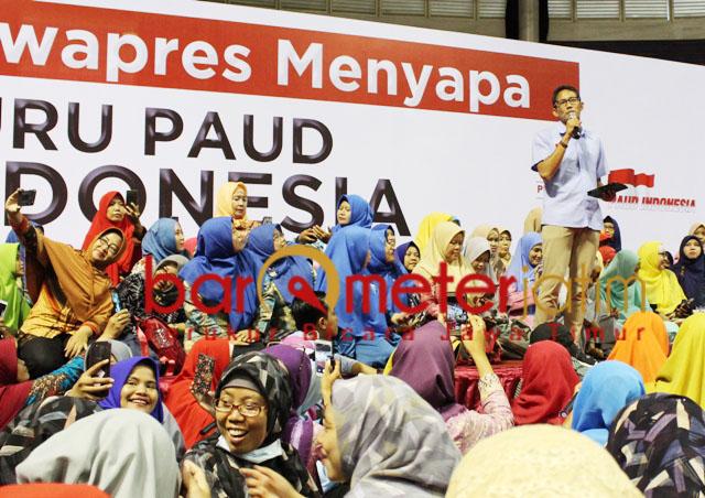 Sandiaga Uno menyapa para guru PAUD di Surabaya, Kamis (4/3/2019) | Foto: Barometerjatim.com/natha lintang
