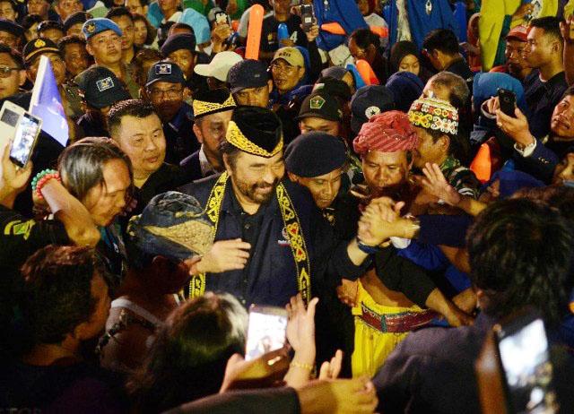 Surya Paloh disambut ribuan kader dan simpatisan Nasdem di Balikpapan, Kaltim, Rabu (10/4/2019).   Foto: Ist